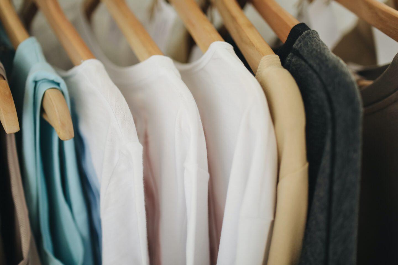Gut geordneter Kleiderschrank