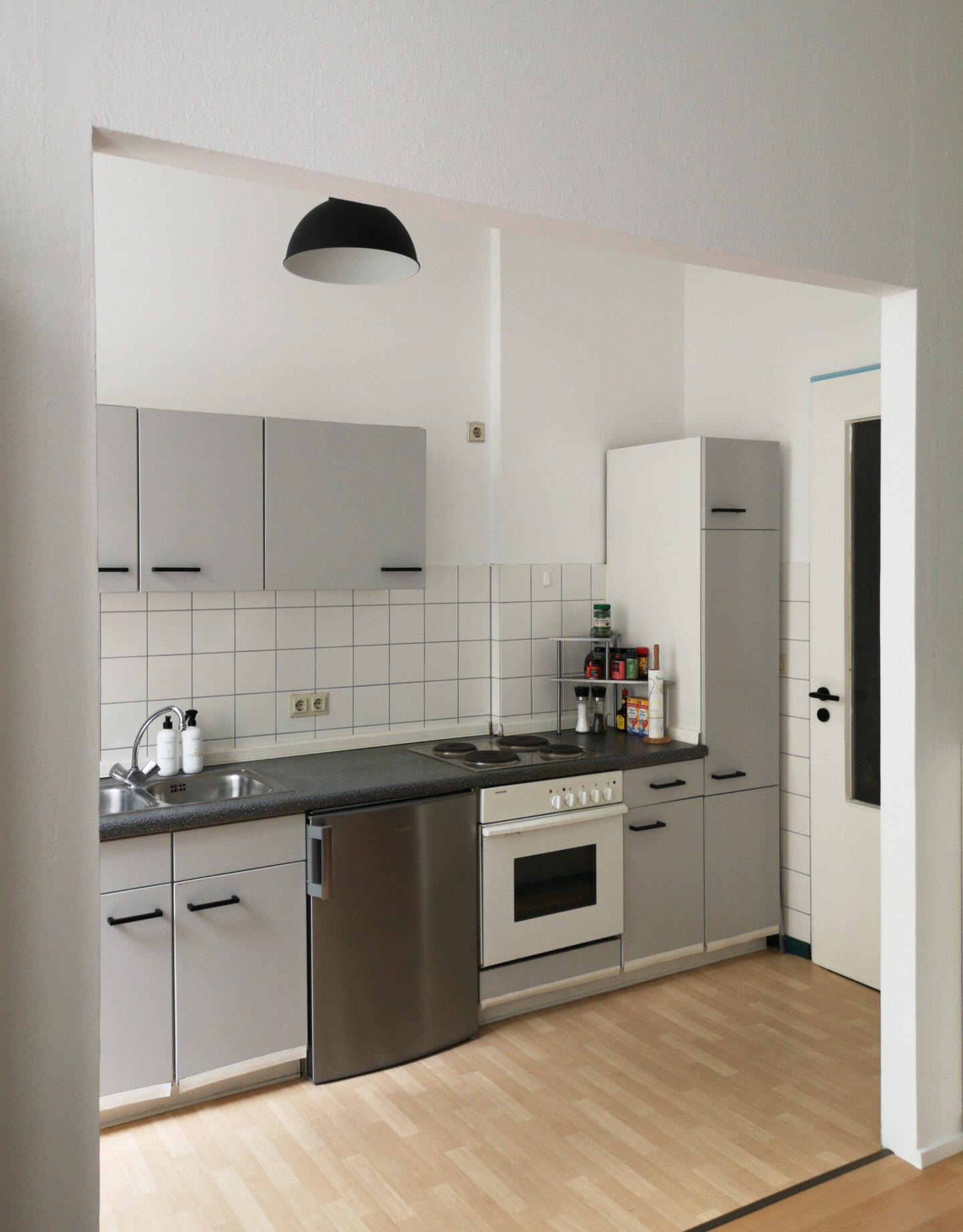 Projekt #9: Eine hellgraue Küche aufräumen und renovieren